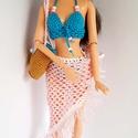 Barbie babaruha, Játék, Baba, babaház, Horgolt kék bikini rózsaszín strandkendővel, hozzáillő kalappal és strandtáskával Barbie típusú 32 c..., Meska