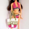 Barbie babaruha, Játék, Baba, babaház, Horgolt rózsaszín bikini, könnyű színes  strandruhával, hozzáilló kalappal és strandtáskával Barbie ..., Meska