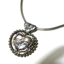 Valentin napi nyaklánc, Szerelmeseknek, Ékszer, Nyaklánc, Domborított fém és üveg felhasználásával készítettem a nyakláncot. Foglalata fém gyöngy...., Meska