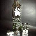 szilvás pálinkás üveg 2 db pohárral , Férfiaknak, Horgászat, vadászat, Sör, bor, pálinka, Vőlegényes, Üvegművészet,  Fél literes pálinkás üveg 2 db 5 cl-es pohárral. Azonos gyümölcs mintával,szöveggel, születésnapra..., Meska