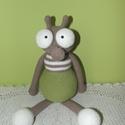 Viktor a légy, Játék, Horgolás, Pamut-akril fonalból készült, 35 cm magas.  Vatelinnel töltött, mosható légy figura. Szemei biztons..., Meska