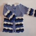 Kislány kardigán, Ruha, divat, cipő, Gyerekruha, Gyerek (4-10 év), Horgolás, Szép kék színű fodros kislány kardigán. Puha 100% merinói gyapjú fonalból készült. Teljes hossza: 4..., Meska