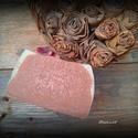 Rózaszappan kecsketejjel és rózaszín agyaggal, Szépségápolás, Szappan, tisztálkodószer, Kecsketejes szappan, Natúrszappan, Szappankészítés, Összetétele: olívaolaj, kókuszolaj, napraforgóolaj, szőlőmagolaj, kecsketej, lúg, rózsaszín agyag, ..., Meska