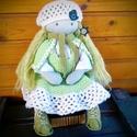 Tavasztündér - Waldorf jellegű baba, Játék, Baba, babaház, - Mérete: 43 cm - Hosszú hajjal. - Ruházata: blúz, horgolt ruha, sapka, gyapjú cipő, palást, sál - V..., Meska