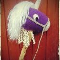 """Horgolt """"seprűnyél"""" póni, Játék, Játékfigura, Plüssállat, rongyjáték, Horgolt egyszarvú póni lómániásoknak - a seprűnyél lovak mintája alapján készült - van fonható sörén..., Meska"""
