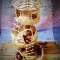 Kosárfonott mókusház, Játék, Baba, babaház, - alapja fa korong, átmérője: 20 cm - többszintes, a tetején lévő tetők levehetők.  - mókusokkal (2 ..., Meska
