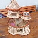 Mókuslak mogyoró mókusokkal, Játék, Baba, babaház, Mókuslak házikó   A gyerekek kedvence - Kétszintes - Kosárfonással készült peddignádból - 2 db mókus..., Meska