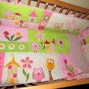 Baglyos babaszobai textil garnitúra, Baba-mama-gyerek, Gyerekszoba, Falvédő, takaró, Patchwork, foltvarrás, Babatakaró: 120x 90 cm , fejvédő: 40+60+120 cm x 30 cm. A takaróban egy réteg flíz, a fejvédőben du..., Meska