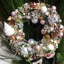 Adventváró Ajtódísz fagyival, Dekoráció, Karácsonyi, adventi apróságok, Otthon, lakberendezés, Ünnepi dekoráció, Karácsonyi dekoráció, Ajtódísz, kopogtató, Szalma alapon termesekkel gombokkel, Meska
