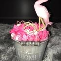 Flamingós asztali dekoráció, Dekoráció, Otthon, lakberendezés, Dísz, Asztaldísz, Virágkötés, Mindenmás, Flamingós asztali dekoráció, pink-szürke-fehér szín összeállításban. Egy darab készült belőle. Szár..., Meska