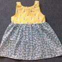 Margaréta kislányruha, Ruha, divat, cipő, Gyerekruha, Kisgyerek (1-4 év), Vékony vásznakból készült, vidám nyári kislány kötényruha. Ragyogó sárga felsőrészét, húzott margaré..., Meska