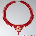 Piros alapon nagy virágos nyaklánc, Ékszer, óra, Nyaklánc, Telt piros és ekrü színű, cseh kásagyöngyből fűzött nyaklánc.  Saját tervezés!  Hossza 4..., Meska