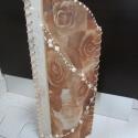 Barna rózsás, gyöngyös lámpa, Dekoráció, Otthon, lakberendezés, Lámpa, Hangulatlámpa, Mindenmás, 40 cm magas lámpa, dekoranyaggal, gyöngysorral díszítve. Elegáns, visszafogott, romantikus. Szép dí..., Meska