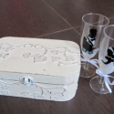 Menyasszony és vőlegény dobozba zárva- kisebb, Pezsgőspohárra festett ifjú párnak készített...