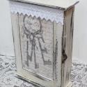 Kulcsos szekrényke fekete - fehérben, Natur fa szekrény kapott vintage stílusú új ru...
