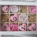 Szeretet doboz - LOVE, Dekoráció, Otthon, lakberendezés, Esküvő, Asztaldísz, Festett tárgyak, Újrahasznosított alapanyagból készült termékek, 12 rekeszes, üvegtetejű dobozt festettem hófehérre. A belsejébe csodás textil virágokat tettem. A v..., Meska