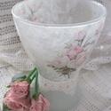 Romantikus rózsás váza, Dekoráció, Otthon, lakberendezés, Kaspó, virágtartó, váza, korsó, cserép, Decoupage, transzfer és szalvétatechnika, Üvegművészet, Üvegvázát festettem, díszítettem, lakkoztam. Elegáns, nőies, szép ajándék lehet, vagy tartsd meg ma..., Meska