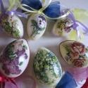 Húsvéti tojás díszek, Dekoráció, Otthon, lakberendezés, Dísz, Ünnepi dekoráció, Decoupage, transzfer és szalvétatechnika, 3 db 6 cm és 3 db 8 cm akril tojás decoupage technikával és szalaggal díszítve. Díszítheted vele az..., Meska