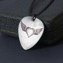 Szárnyas szív - szív szárnyakkal  rock szimbólum, Ékszer, Esküvő, Medál, Nyaklánc, Szárnyas szív - szív szárnyakkal  rock szimbólum  Gitárpengető formán, körön, szíven, vagy amin szer..., Meska
