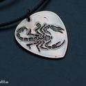 Skorpió -Vörösréz gitárpengető nyaklánc- fiúknak is, Skorpió nyaklánc Ideális ajándék gitárosokna...