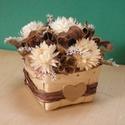 Barna-fehér virágkosár, Dekoráció, Dísz, Szárazvirágok és termések bambusz kosárkában.   Méretei: Szélesség: kb. 8 cm Magasság:  kb..., Meska