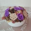 Asztaldísz lila rózsákkal, Dekoráció, Otthon, lakberendezés, Dísz, Asztaldísz, Asztalísz kerámia tálban lila rózsából, termésekből.   Méretei:  Átmérő: kb. 15 cm  Magasság: kb. 11..., Meska