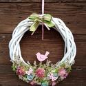 Tavaszi kopogtató rózsaszín madárkával, Dekoráció, Otthon, lakberendezés, Dísz, Ajtódísz, kopogtató, Fehér vessző alapra készült tavaszi kopogtató. A díszítéséhez rózsaszín szalmavirágot, fehér sóvirág..., Meska