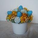 Kék-sárga húsvéti asztaldísz, Dekoráció, Otthon, lakberendezés, Húsvéti díszek, Asztaldísz, Húsvéti asztaldísz szárazvirágokból.  Méretei: Magasság: kb. 13-14 cm Átmérő: kb. 12-13 cm..., Meska