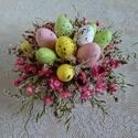 Húsvéti asztaldísz színes tojásokkal, Dekoráció, Húsvéti díszek, Otthon, lakberendezés, Asztaldísz, Szárazvirágokból készült kis méretű húsvéti asztaldísz.  Méretei: Magasság: kb. 8 cm Átmérő: kb. 18 ..., Meska