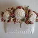 Hajdísz, Esküvő, Hajdísz, ruhadísz, Szárazvirágokból készült hajdísz.  Mérete: kb. 7x8 cm, Meska