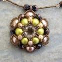 Zöld-barna Shy smile lefoglalva feketeciklon számára, A föld színeiben pompázó nyaklánc a hétközn...