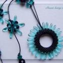Fekete-türkizzöld karikás nyaklánc, Egyedi, a medállal harmonizáló fűzött elemekk...