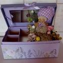 Hortenziás virágbox, Dekoráció, Dísz, Virágkötés, Ékszertartó dobozba tűzőhabot szúrtam. A szélére egy poli hortenzia kislányt szúrtam. Körötte csoda..., Meska