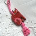 Piros Miau 2 - Pöttyös cicák sorozat - Fa kulcstartó, Ez bizony egy 7x4 cm-es famacska. Olyan, mint az e...