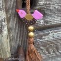 Rózsaszín  Kismadár - Fa kulcstartó, Mindenmás, Dekoráció, Kulcstartó, Ő is egy kicsike kulcstartó. Segít abban, hogy könnyebben rátalálj a táskádban bujkáló kulcsodra.  5..., Meska