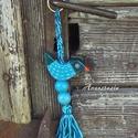 Kék Madaram - Fa kulcstartó, Mindenmás, Kulcstartó, Fenyőfából készült egyedi kivágással. Akril festék öltözteti, akril lakk védi. Az akasztó horgolássa..., Meska