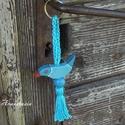 Picike Kék Madaram - Fa kulcstartó, Mindenmás, Kulcstartó, Fenyőfából készült egyedi kivágással. Akril festék öltözteti, akril lakk védi. Az akasztó horgolássa..., Meska