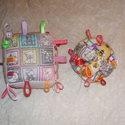 Címkés csörgő babakocka és babalabda együtt, Baba-mama-gyerek, Játék, Baba játék, Készségfejlesztő játék, Varrás, A babakocka a kicsik figyelmét felkeltő színes, anyagból készült.  A gyerekek többsége szeret a ját..., Meska