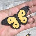 Pillangó bőr kulcstartó acél  láncon, Mindenmás, Táska, Ruha, divat, cipő, Kulcstartó, Vastag marhabőrből készült  pillangó  kulcstartó,acél   láncon. Fekete és napsárga színű..., Meska