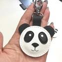 Bőr panda maci  táskadísz kulcstartó kabala karabinerrel, Mindenmás, Táska, Dekoráció, Kulcstartó, Varrás, Bőrművesség, Marha és juh bőrből kézzel készült  aranyos  duci panda maci kulcstartó,táskadísz,karabinerrel. Puh..., Meska