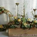 Tavaszi barack virág. Tavaszi asztaldísz,kopogtató szettben., Dekoráció, Otthon, lakberendezés, Ajtódísz, kopogtató, Asztaldísz, Famegmunkálás, Virágkötés, Rajzolatos, natúr fa színű fából készítettük a ládát. Színben hozzáillő, barack színű, krém és fehé..., Meska