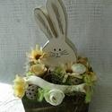 """""""Nyuszi ül a fűben""""II. Tavaszi, húsvéti asztaldísz, dekoráció., Baba-mama-gyerek, Dekoráció, Otthon, lakberendezés, Ünnepi dekoráció,  Készítettünk egy kedves nyuszit, nagyon finomra csiszoltuk, selymes festés után, kicsit megkoptattu..., Meska"""