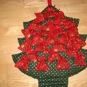 Fenyő adventi naptár csillagos, Baba-mama-gyerek, Dekoráció, Karácsonyi, adventi apróságok, Naptár, Varrás, Kedves Érdeklődő!  Sötétzöld-aranyszívecskés pamutvászon anyagból készítettem a fenyőt, flíz béléss..., Meska