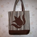 Bevásárló táska BARNA  TULIPÁNOS, Táska, Szatyor, Válltáska, oldaltáska, Jól pakolós, bélelt bevásárló táskát készítettem barna csíkos vastag anyagból, barna  színű rávarrt ..., Meska