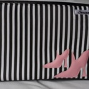 Csíkos laptoptáska cipővel, Táska, Válltáska, oldaltáska, Desinger pamutvászonból készítettem.Bélése fekete pamutvászon.Szivaccsal béleltem.Mérete:41..., Meska