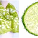 Lime zöld selyemsál fehér virágokkal, Ruha, divat, cipő, Kendő, sál, sapka, kesztyű, Sál, Igazi friss és energikus sál, lime/pisztácia zöld háttérrel és kis fehér virágokkal.  Kézzel festett..., Meska