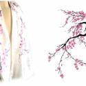Cseresznyevirágzás selyemsál, Ruha, divat, cipő, Kendő, sál, sapka, kesztyű, Sál, Csodaszép cseresznyevirágzás, kézzel festett hernyóselyem sál. Fehér alapon fekete-szürke ágak, rajt..., Meska