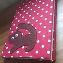 Könyv borító, Dekoráció, Naptár, képeslap, album, Textlből varrott macskás könyv borító. A megrendelő által kért méretben, színben és figur..., Meska