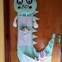Textil, zsebes tároló gyerekszobába (sárkány), Baba-mama-gyerek, Gyerekszoba, Tárolóeszköz - gyerekszobába, Egyedi, saját tervezésű tároló Méretek: 105cm magas+15 cm lábaj 25 cm és 53 cm széles, Meska