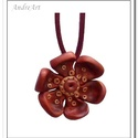 Nyaklánc virág medállal , Ékszer, óra, Nyaklánc, Medál, Ékszergyurmából saját kezűleg formázott téglavörös virág, réz színű középpel és apró díszítésekkel a..., Meska